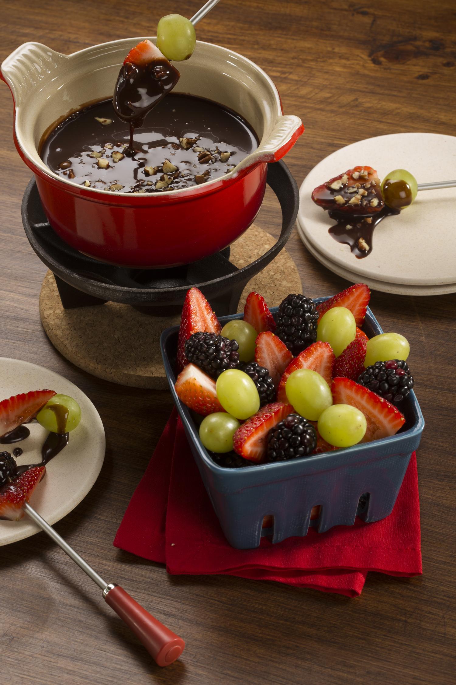 Prepara un delicioso fondue de chocolate y frutas - Fondue de chocolate ...