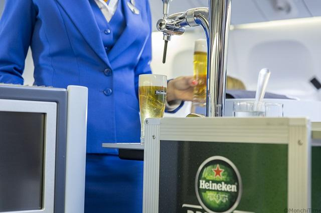 World first_KLM and Heineken introduce draught beer trolley on board_5
