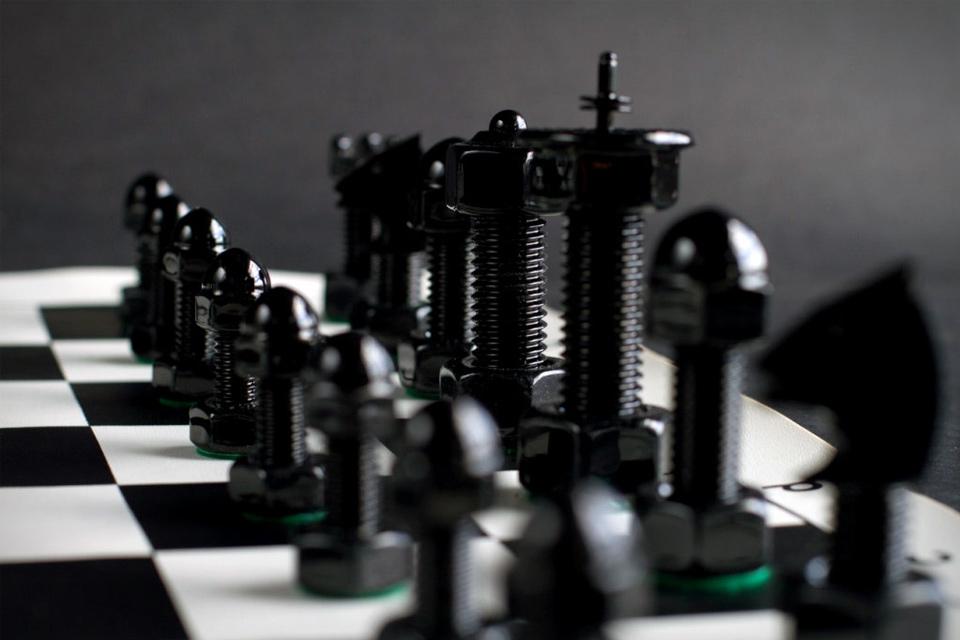 tool-chess-set