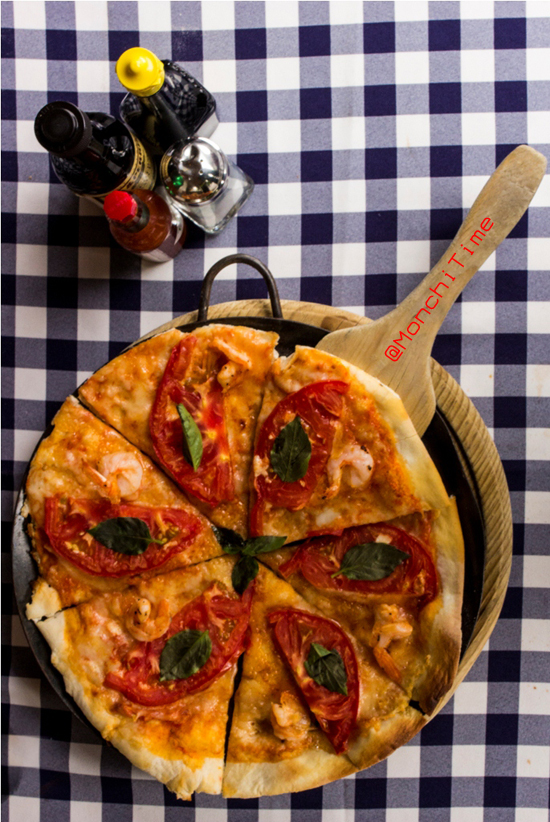 Pizza margarita con camarones