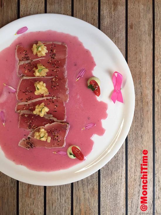 Tiradito de atún con piña y leche de tigre de jamaica