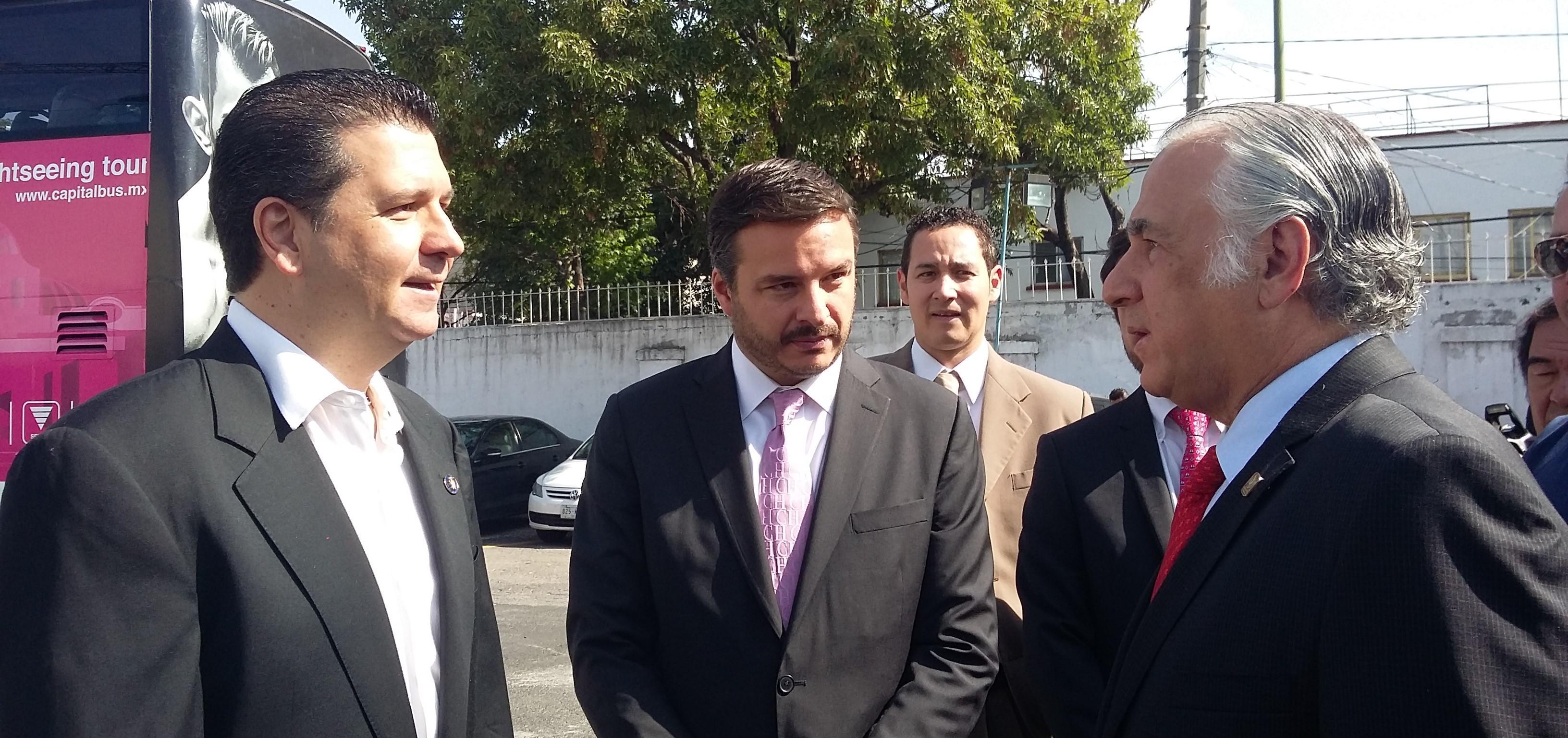 Ricardo Ruiz, director general de El Tizoncito_ José Manuel de Alba, presidente de Capital Bus y Miguel Torruco, seccretario de Turismo de la CDMX 1