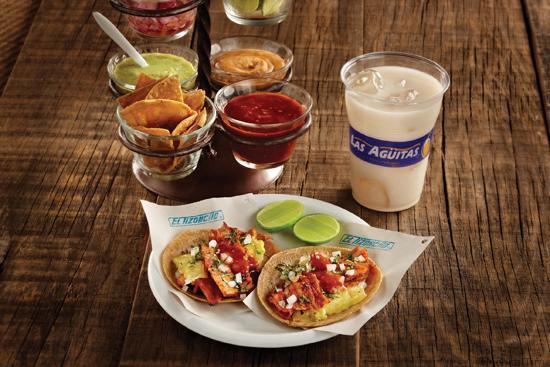 Tacos al Pastor con salsa